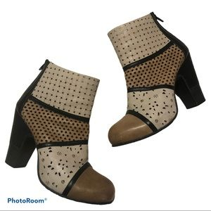 GOLD BUTTON high heeled punched leather ankle boot